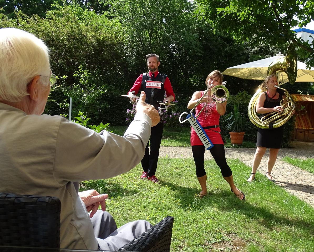 Walkabees Hofkonzert, Volkslieder und traditionelle Musik