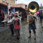 Walkabees live im Regen, Dresdner Herbstmarkt